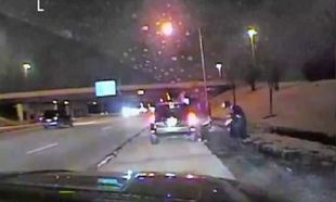 Αστυνομικοί έσωσαν μωρό που πνιγόταν (βίντεο)