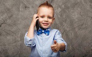 Πέντε λόγοι για να μην πάρετε στο παιδί σας κινητό