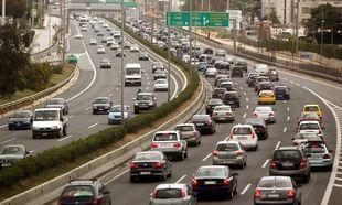 Αυτοκίνητα: Μειώνουν στο μισό τα τέλη κυκλοφορίας, εκτινάσουν τις τιμές στα καύσιμα!