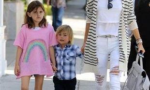 Για βόλτα με τα παιδιά της στο εστιατόριο της Jessica Biel! (εικόνες)