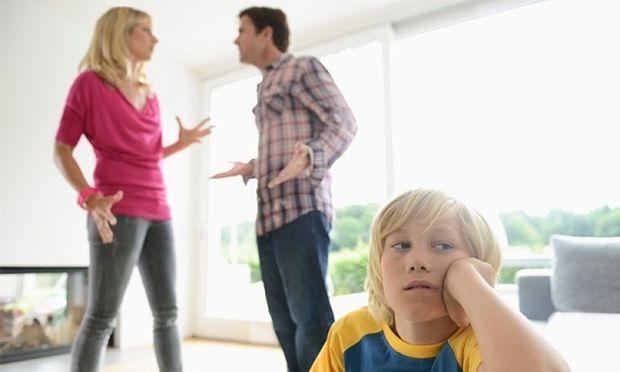 Ποιος είναι πιο «κακός», ο μπαμπάς ή η μαμά;
