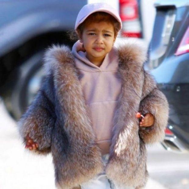 Οι νέες φωτογραφίες της North West αποδεικνύουν πως είναι το πιο γλυκό παιδάκι!