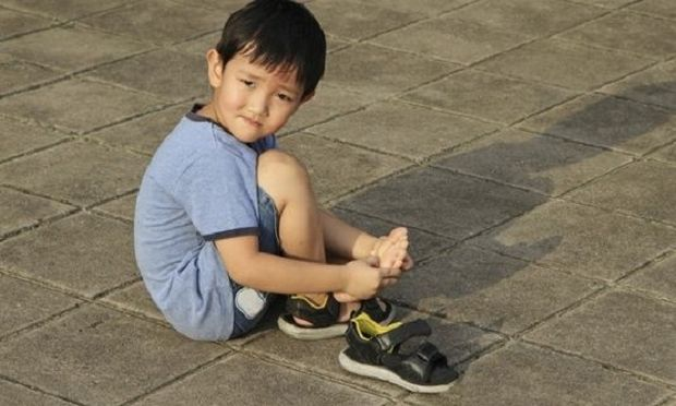 Τι σημαίνουν οι πόνοι στα πόδια του παιδιού;