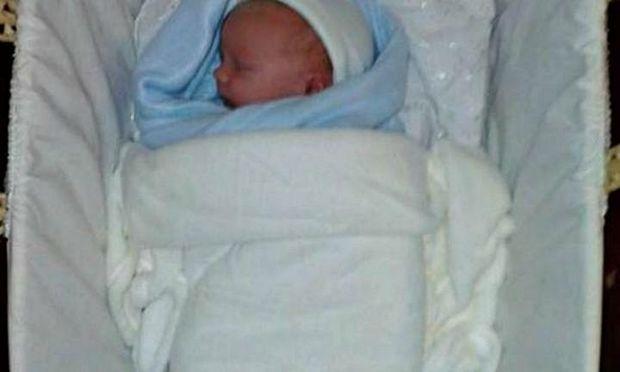 Μέθυσαν, ξέχασαν που άφησαν το νεογέννητο μωρό τους, εκείνο πέθανε και δεν θα τους απαγγελθούν κατηγορίες!