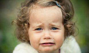 «Πέφτει κάτω, χτυπιέται και κλαίει. Τι να κάνω;» - Τι είναι το tantrum και τρόποι αντιμετώπισης