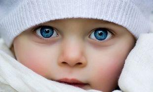 Ποιος παράγοντας καθορίζει το χρώμα των ματιών του μωρού;
