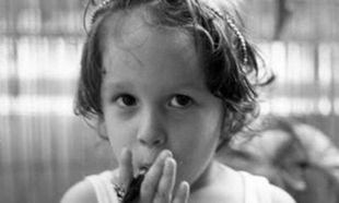 Ποια γνωστή Ελληνίδα ηθοποιός είναι το κοριτσάκι της φωτογραφίας. Πάει κάπου το μυαλό σας;