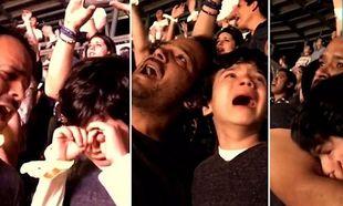 Δείτε το βίντεο αυτό: Αυτιστικό παιδί ξεσπάει σε κλάματα σε συναυλία όταν ακούει το αγαπημένο του τραγούδι