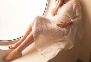 Ελληνίδα παρουσιάστρια φωτογραφίζεται για πρώτη φορά στον 7ο μήνα της εγκυμοσύνης της και είναι υπέροχη!