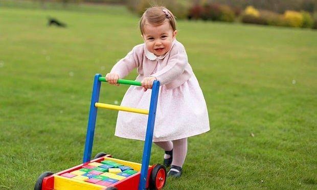 Τα γενέθλια δώρα της πριγκίπισσας Charlotte περιλαμβάνουν μια κουδουνίστρα αξίας $44,000!