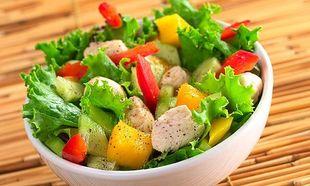 Απλά βήματα για να φτιάξετε μία πλήρη και υγιεινή σαλάτα