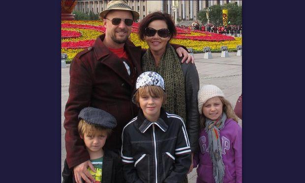 Έχασαν τα τρία τους παιδιά σε αεροπορικό δυστύχημα- Δύο χρόνια μετά η ζωή τους απέκτησε ξανά νόημα