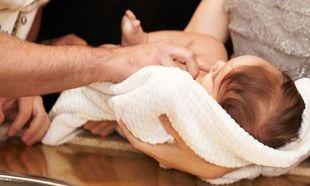 Βαφτίζετε; Δείτε τι πρέπει να κάνετε πριν και μετά τη βάφτιση του μωρού σας!