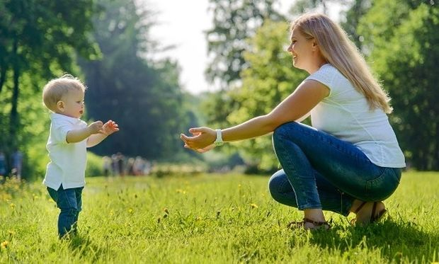 Τα παιδιά που περπατάνε νωρίτερα, έχουν πιο γερά οστά στην εφηβεία