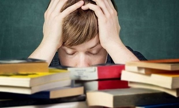 Πώς να βοηθήσετε τα παιδιά σας να διαχειριστούν το άγχος των εξετάσεων