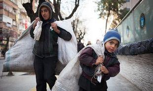 Προσφυγόπουλα δουλεύουν για ένα κομμάτι ψωμί σε εργοστάσια παραγωγής επώνυμων ρούχων στη Σμύρνη