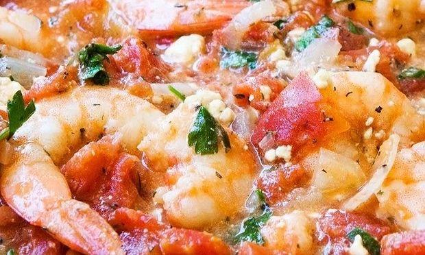 Συνταγή της μαμάς: Γαρίδες σαγανάκι με φέτα και ούζο
