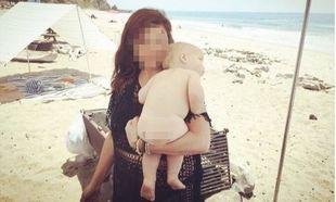 Γνωστή ηθοποιός απολαμβάνει τις πρώτες βουτιές με τον 10 μηνών γιο της! (εικόνα)