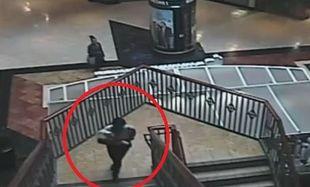 Ανατριχιαστικό βίντεο: Γυναίκα απαγάγει μωρό από εμπορικό κέντρο και φεύγει ανενόχλητη!
