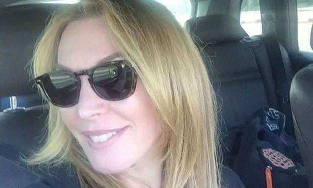 Λυδία Ευαγγελάτου: Ποζάρει  στο ηλιοβασίλεμα με τη φιλη της