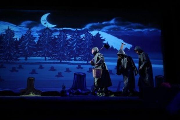«Τα ψηλά βουνά» του Ζαχαρία Παπαντωνίου σε καλοκαιρινή περιοδεία-Μην χάσετε την παράσταση