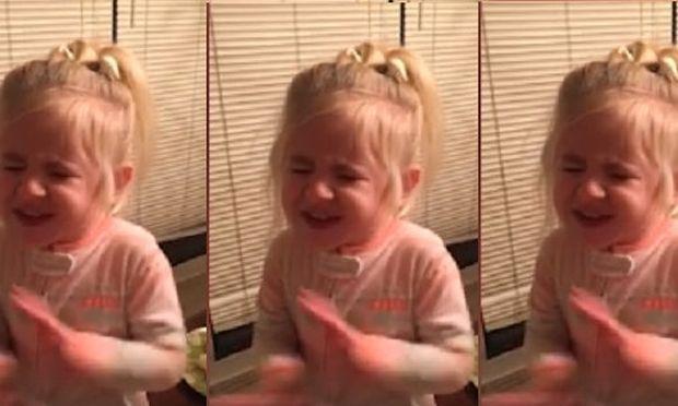 Η μικρούλα δοκιμάζει για πρώτη φορά ντομάτα- Δείτε την απίθανη αντίδρασή της (βίντεο)