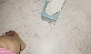 Η διάσημη μαμά δημοσίευσε φωτογραφία από το μπάνιο της και προκάλεσε ποικίλες αντιδράσεις και σχόλια