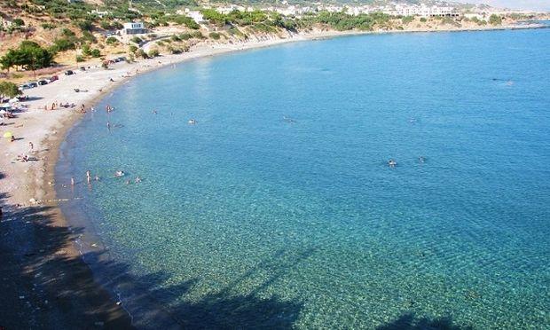 Μπάνιο με τα παιδιά: Αυτές είναι οι παραλίες με γαλάζια