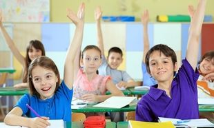 Ωφελούν ή όχι τους μαθητές Δημοτικού οι περισσότερες ώρες μαθημάτων; Τι προκύπτει από έρευνα