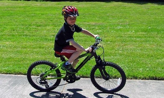 Πώς να μάθετε το παιδί σας να κάνει ποδήλατο σε 30 λεπτά (βίντεο)