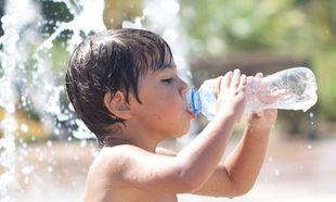 Πόσο νερό χρειάζονται τα παιδιά το καλοκαίρι;