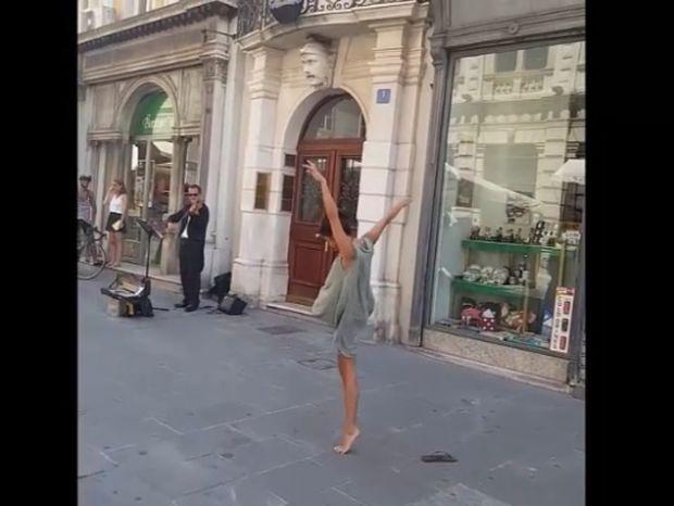 Χορεύτρια συνοδεύει έναν πλανόδιο μουσικό! Το αποτέλεσμα θα σας μαγέψει! (video)