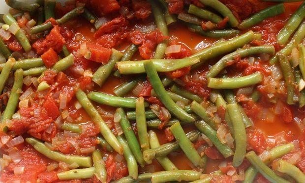 Συνταγή για καλοκαιρινά φασολάκια με φρέσκια ντομάτα