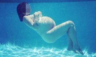 Τρέλανε το διαδίκτυο η διάσημη τραγουδίστρια. Πόζαρε γυμνή στο νερό με φουσκωμένη κοιλίτσα