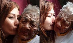 «Αφησέ με να γίνω τα χέρια και τα πόδια σου»-Το συγκινητικό μήνυμα της εγγονής που φροντίζει την 98χρονη γιαγιά της