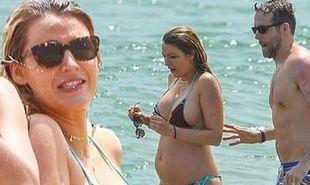 Η Blake Lively με μπικίνι πιο σέξι από ποτέ στο δεύτερο τρίμηνο της εγκυμοσύνης της