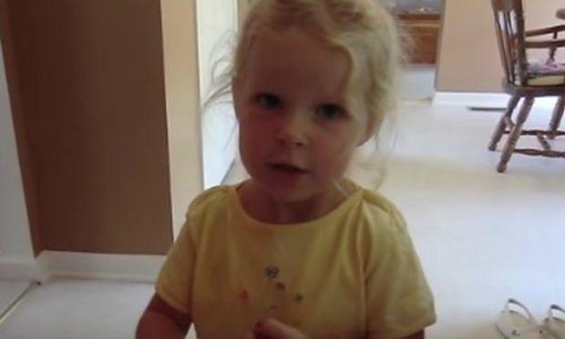 Απολαυστικό! Δείτε τη μικρή να λέει με το δικό της τρόπο ποιες είναι οι ημέρες της εβδομάδας (vid)