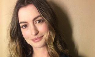 Το μήνυμα της Anne Hathaway προς όλες τις μητέρες: «Αγαπήστε το σώμα σας»