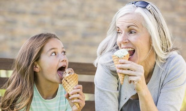 Διακοπές με τον παππού και τη γιαγιά: Τα πλεονεκτήματα και τα μειονεκτήματα αυτής της επιλογής