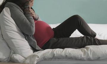 Εγκυμοσύνη και κατάθλιψη: Πώς επηρεάζεται το έμβρυο, ποια τα συμπτώματα και τι πρέπει να κάνετε