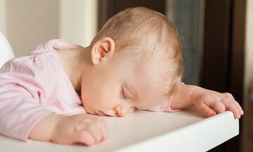 Όταν τα παιδιά πασχίζουν να κρατηθούν ξύπνια - Απολαυστικές στιγμές (vid)