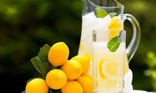 Η πιο δροσιστική σπιτική λεμονάδα ...με μια στάλα αλάτι!