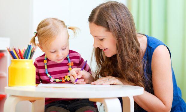 Πώς να επιλέξετε την «κατάλληλη» baby sitter