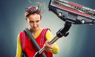 Οι δουλειές του σπιτιού παραμένουν γυναικείο...προνόμιο-Τι δείχνουν τα στοιχεία