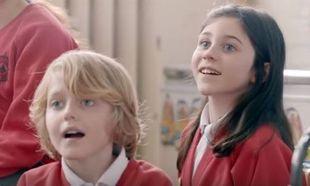 Στις συνειδήσεις των παιδιών ορισμένα επαγγέλματα είναι «ανδρική υπόθεση». Το βίντεο που κάνει το γύρο του διαδικτύου
