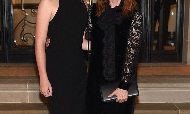 Η κόρη της Julianne Moore μεγάλωσε και είναι ίδια η μαμά της!
