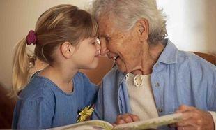 Οι γιαγιάδες των Γιαννιτσών κάθονται στα θρανία για χάρη των εγγονιών τους