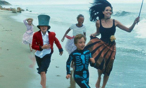 Οι πιο γλυκές στιγμές του ζεύγους Jolie-Pitt με τα παιδιά τους