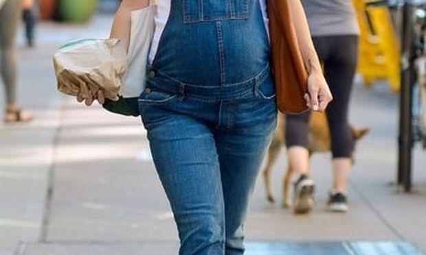 Διάσημη ηθοποιός αποκάλυψε το φύλο του μωρού που περιμένει