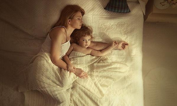 «Φρόντισε τον εαυτό σου!», το συγκινητικό γράμμα μιας μαμάς προς την κόρη της (vid)